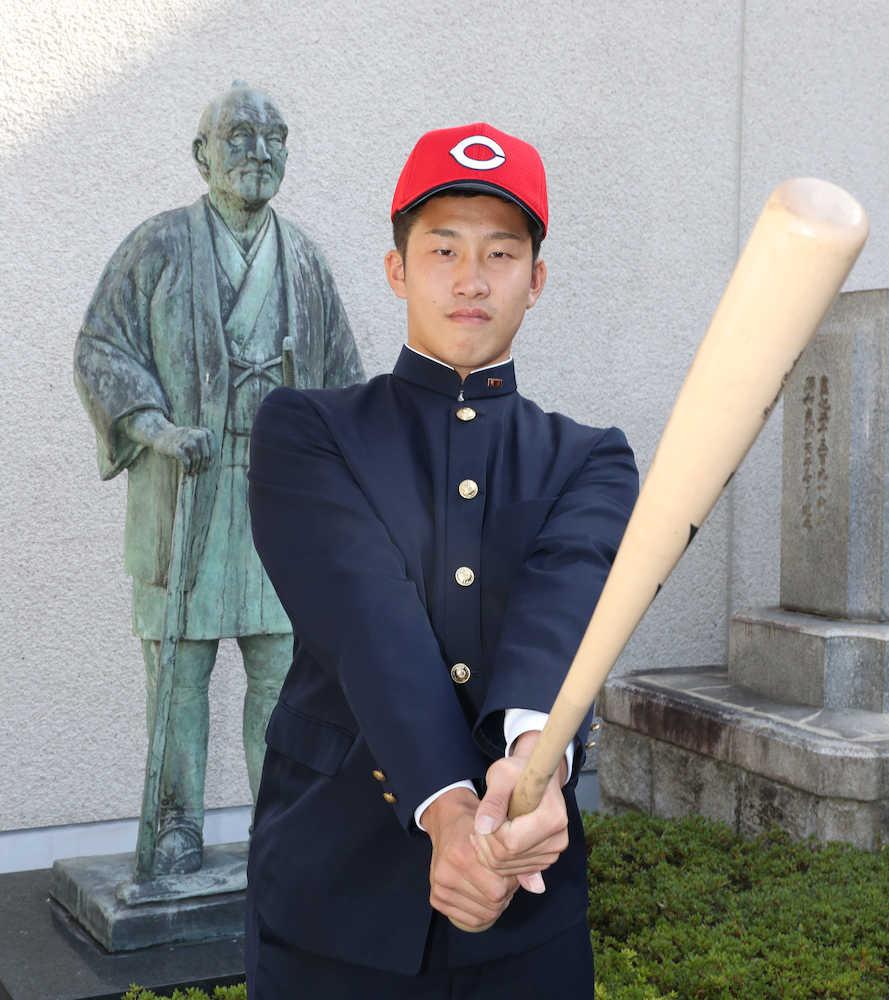 広島 小園、指名あいさつに笑顔 根尾にライバル心「走攻守、全てにおいて勝てるように」