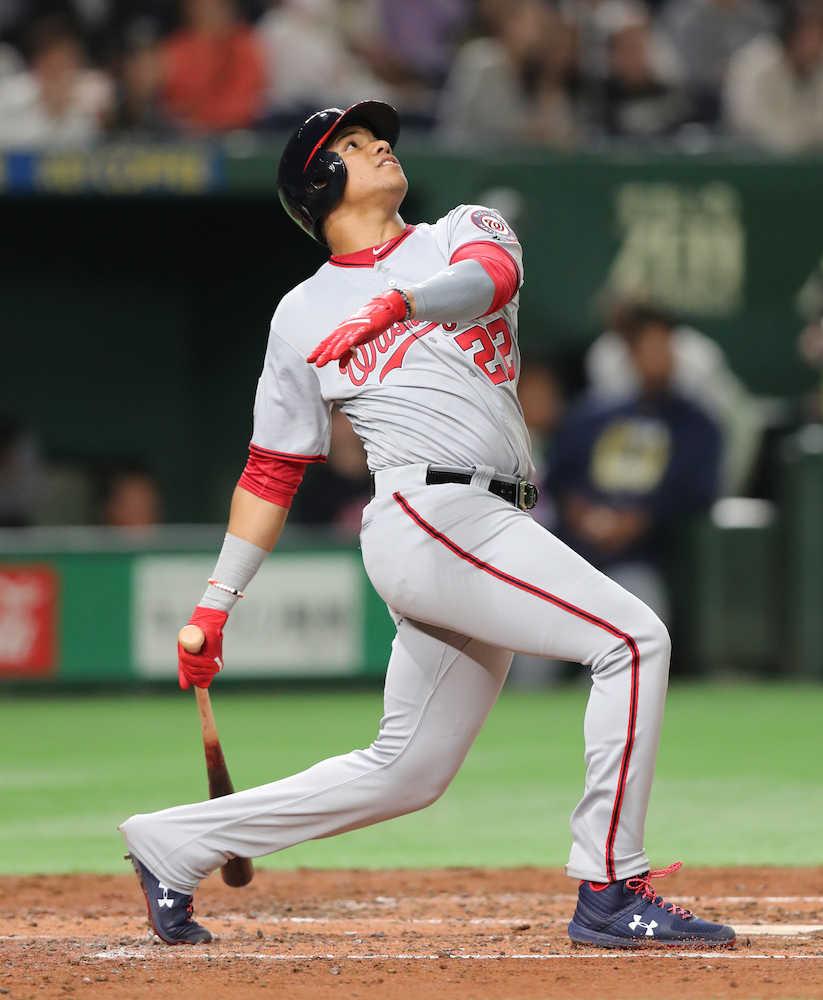 MLB選抜、新生コンビ大暴れ ソト天井直撃打 アクーニャもフェン直打
