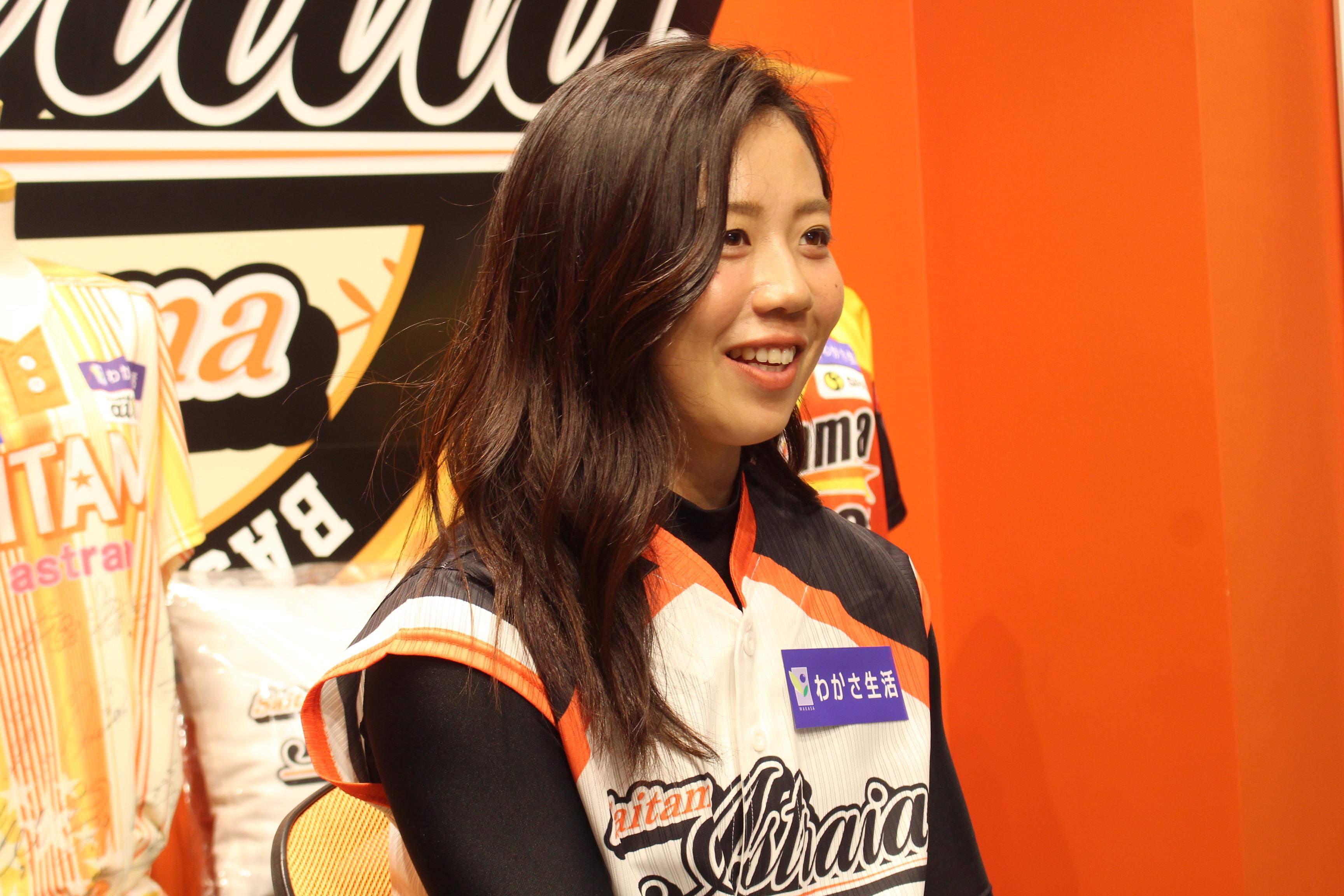 インタビューに答える埼玉アストライア・奥村奈未選手 の画像
