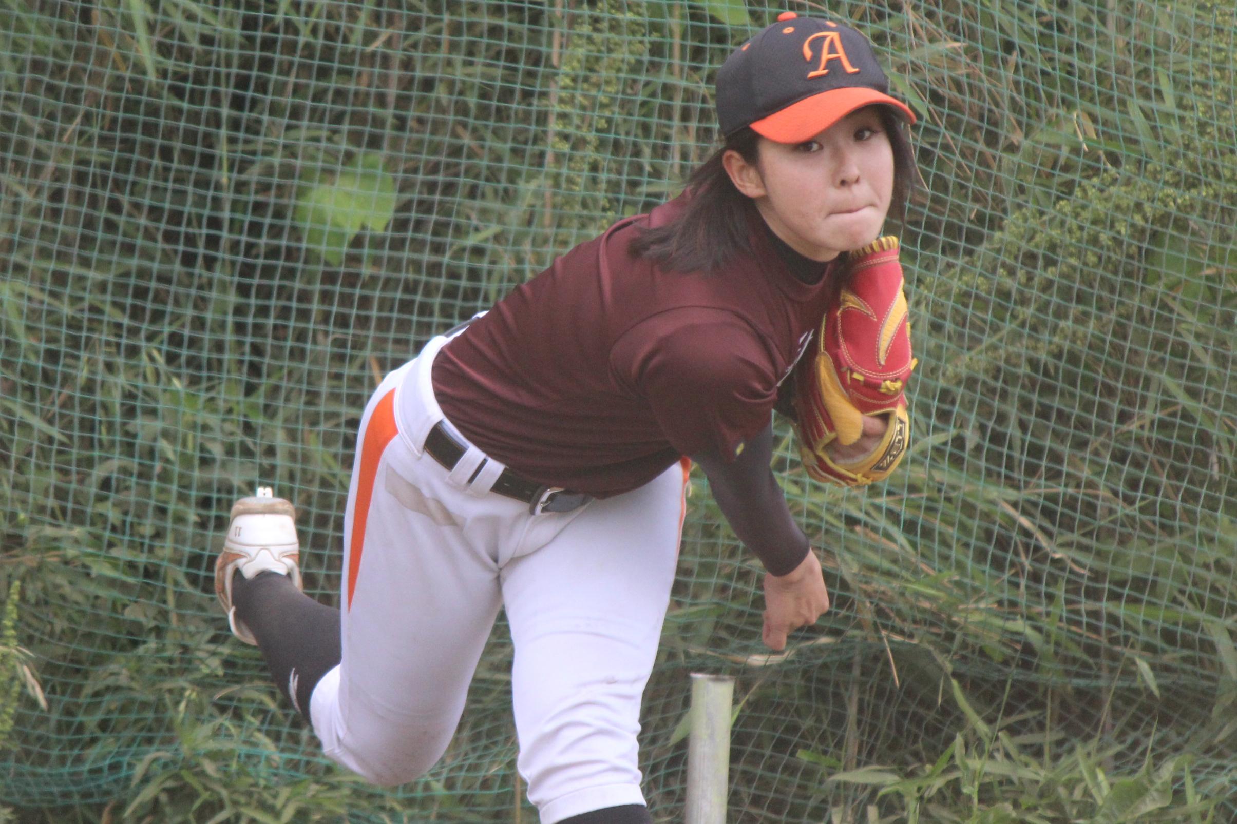 磯崎 由加里 (いそざき ゆかり、1991年7月26日 - ) は、日本の女子プロ野球選手。2019年時点で、埼玉アストライアに所属している。愛称 (ニックネーム) は「いっそ~」の投球写真