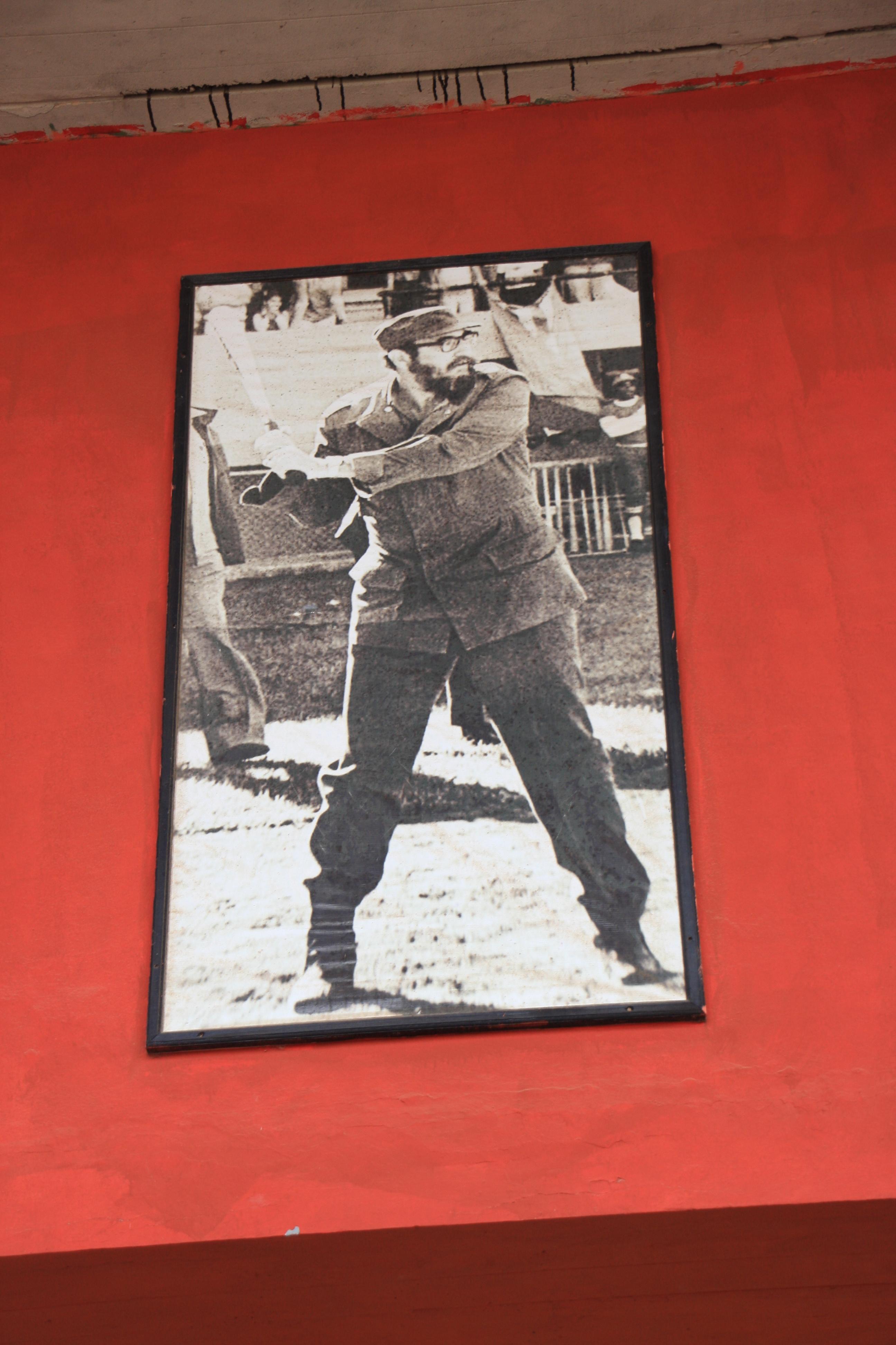 キューバ野球発祥の地のひとつ、マタンサスの球場内にあるカストロの写真