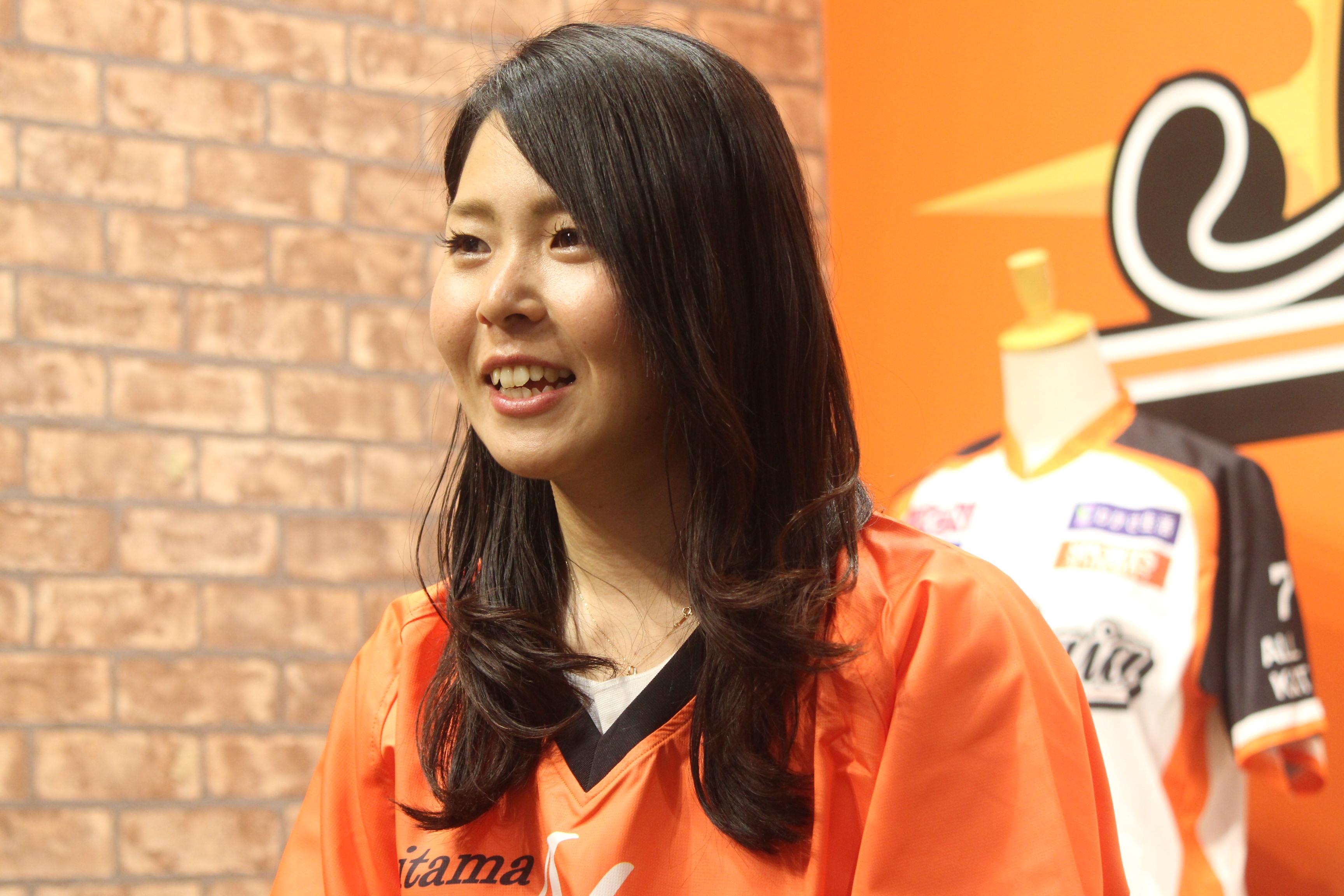 磯崎 由加里 (いそざき ゆかり、1991年7月26日 - ) は、日本の女子プロ野球選手。2019年時点で、埼玉アストライアに所属している。愛称 (ニックネーム) は「いっそ~」の正面写真