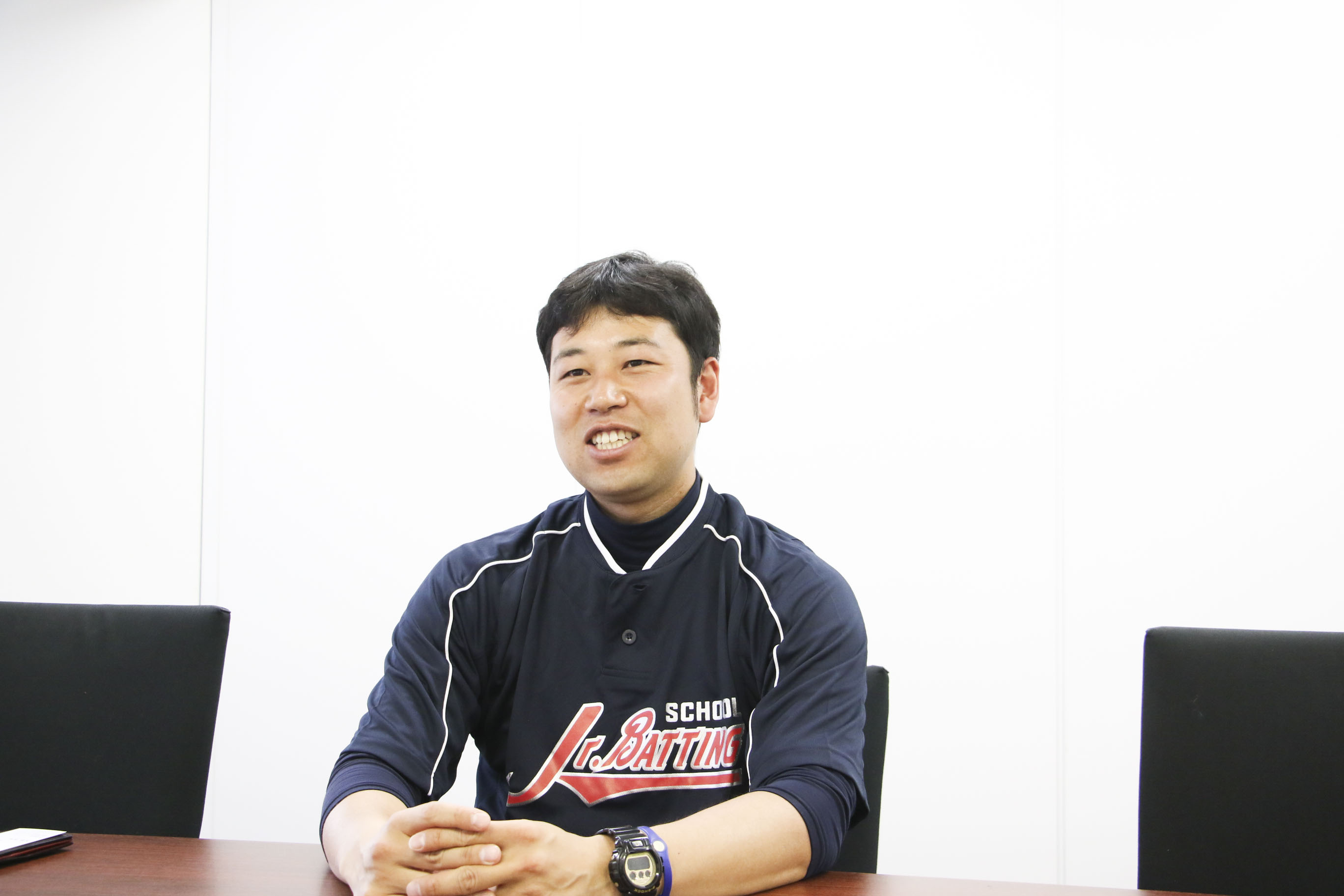 JBS武蔵というバッティングスクールの代表を務める下広志さんの正面写真