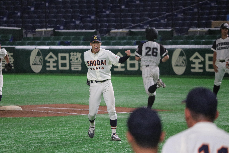 最後の打者を打ち取った橋本侑樹は渾身のガッツポーズ