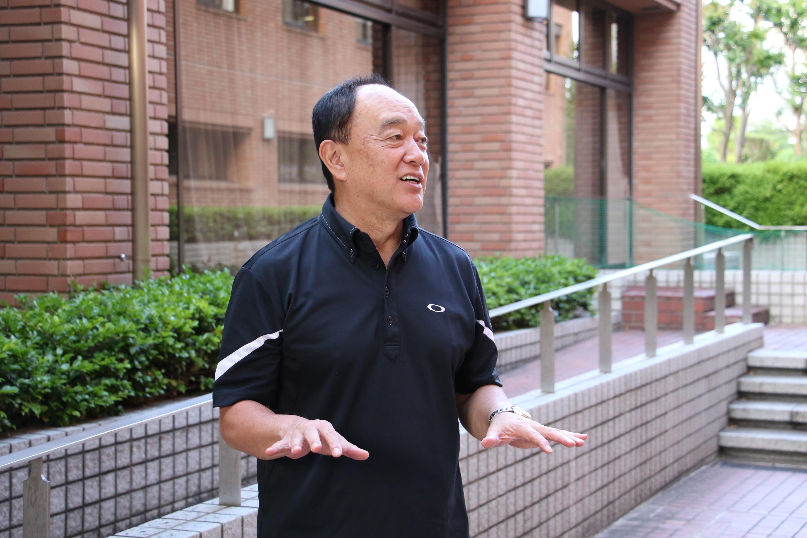 、国際コーチ連盟プロフェッショナルコーチ資格を持つ清水隆一さんが話をしている所