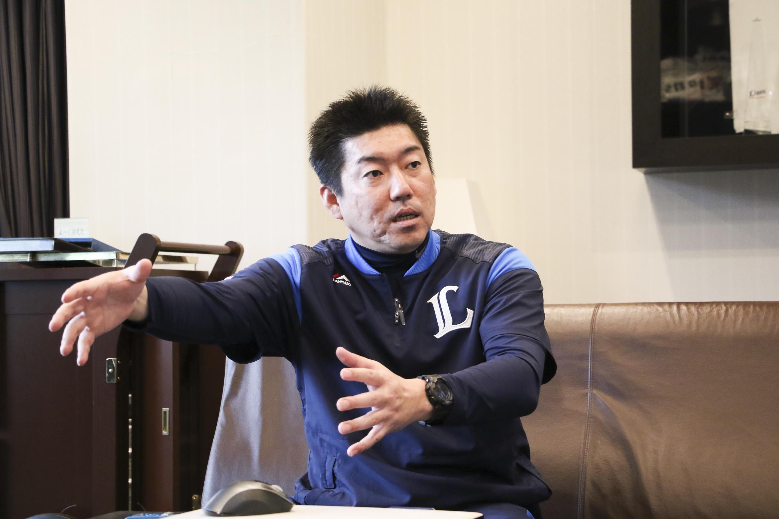 埼玉西武ライオンズのスコアラーとして活躍する若桑誠さんがインタビューを受けている