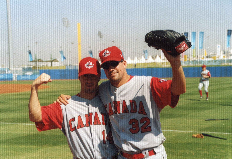 アテネ五輪代表チームの2人の投手、フィル・デヴェイ(左・マリナーズ2A・当時)とマイク・キューシーウィックス(右・ブリュワーズA・当時)