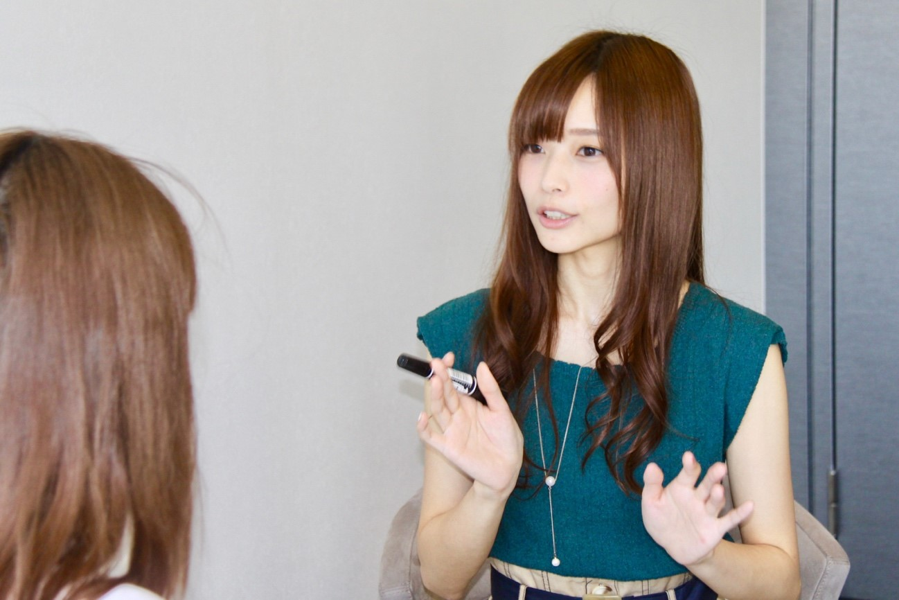 立花理香さんが話をしている所