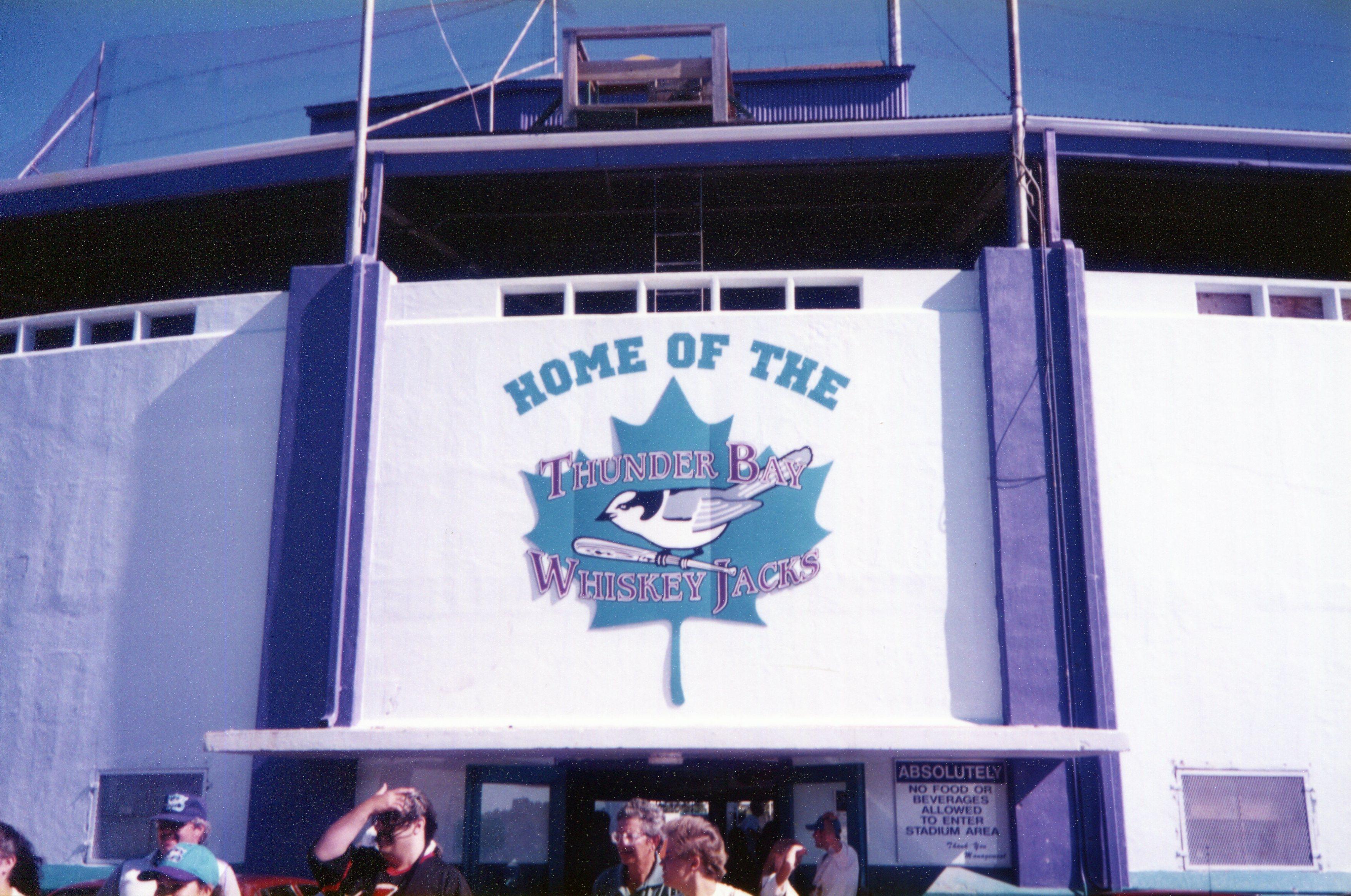 前回2017年のU18ワールドカップが行われたオンタリオ州サンダーベイには1993~1998年までウィスキージャックスというプロ球団が本拠を置いていた。