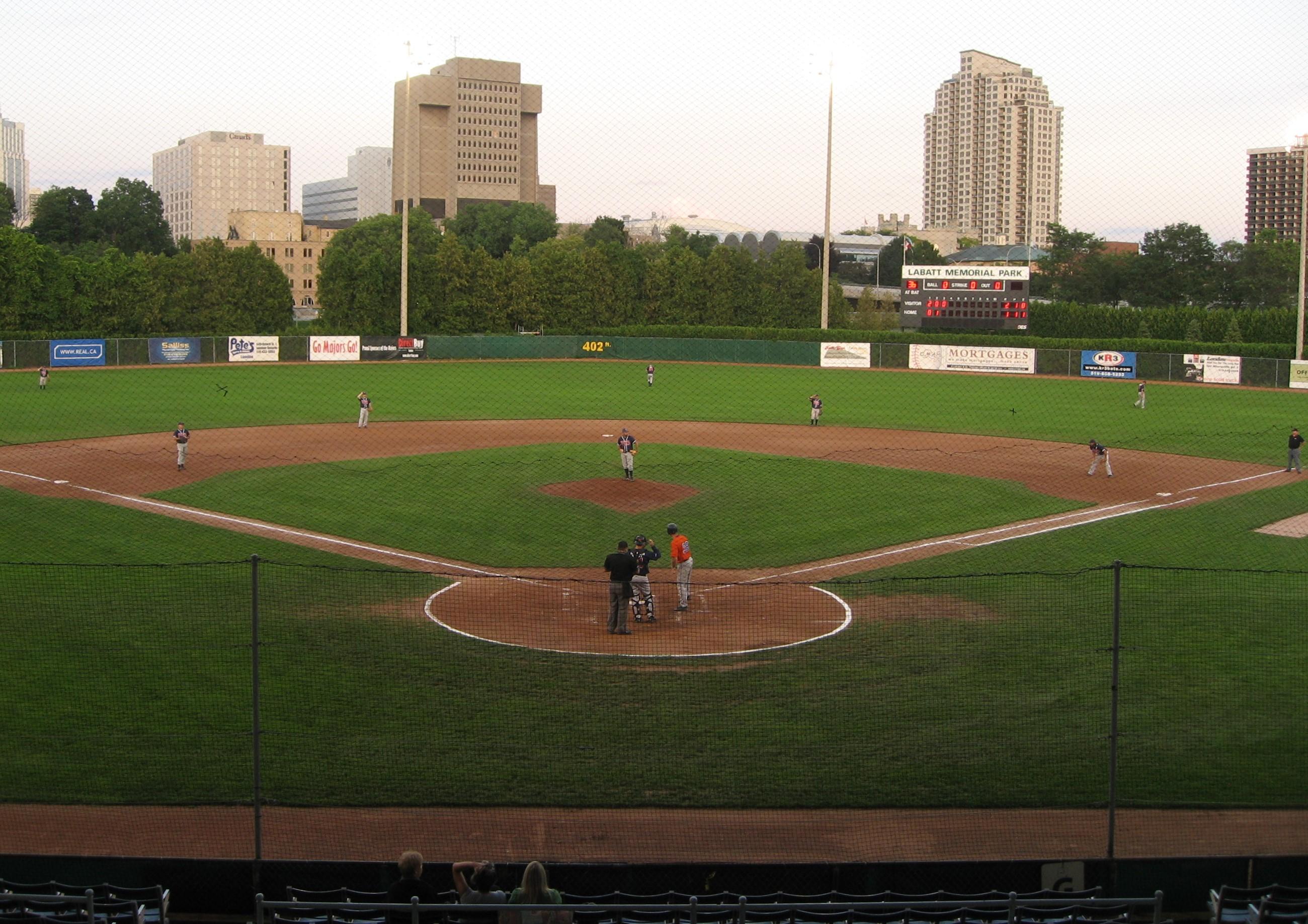 オンタリオ州ロンドンにある1877年建造の現存世界最古の野球場、ラバット・メモリアル・パーク