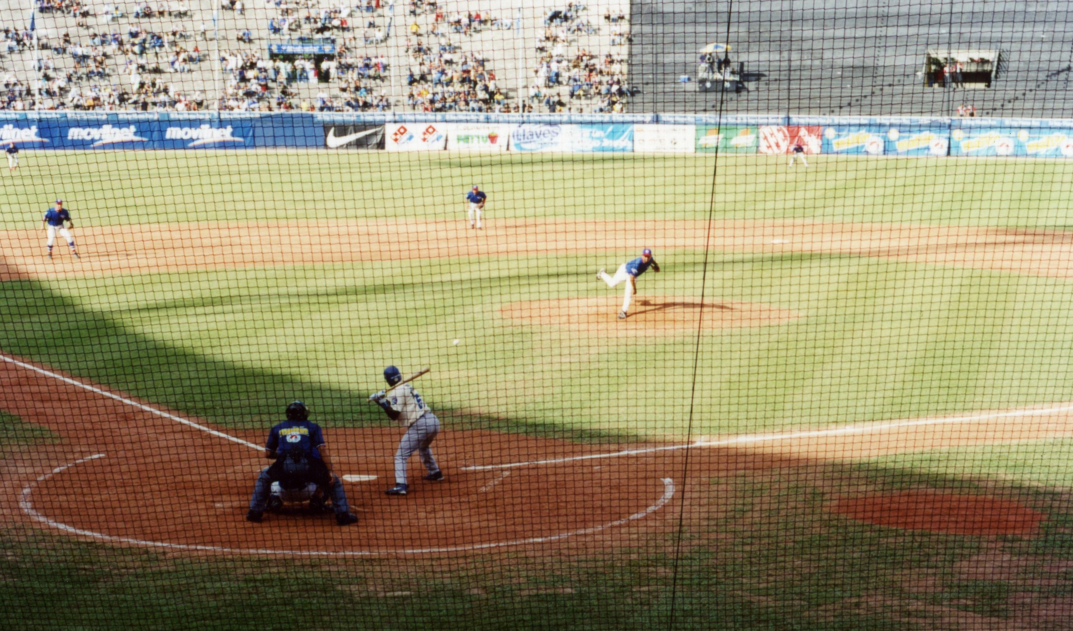 首都カラカスのウニベルシダッド球場で行われるレオーネス対ティブロネスのダービーマッチはベネズエラウィンターリーグの看板カードのひとつだ。