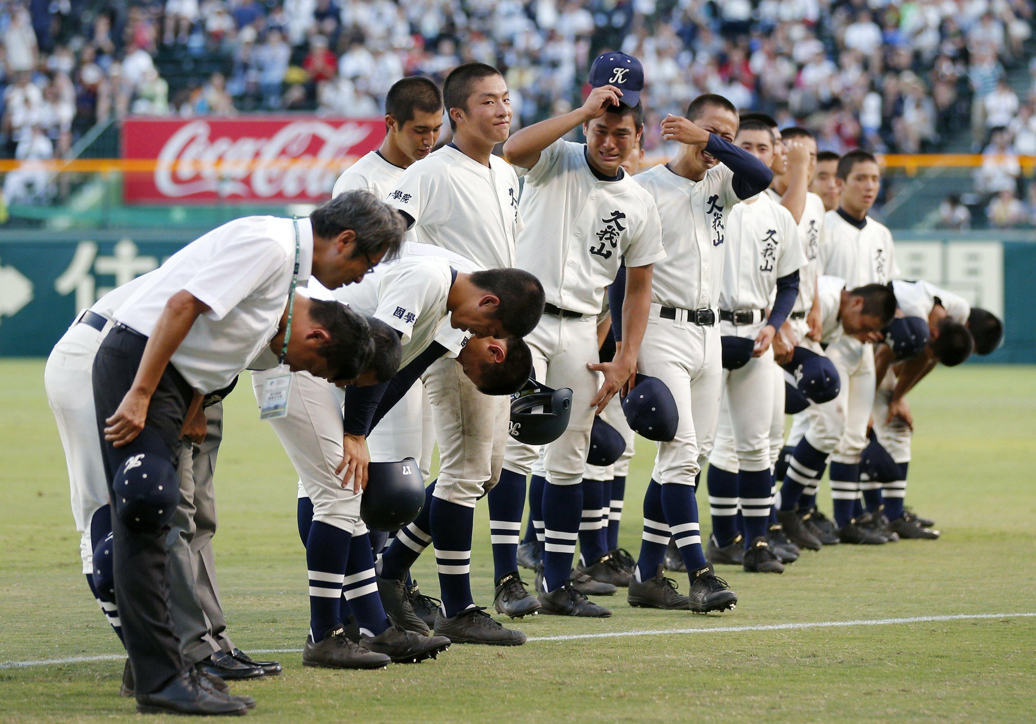国学院久我山の選手が整列した写真【写真提供=共同通信】