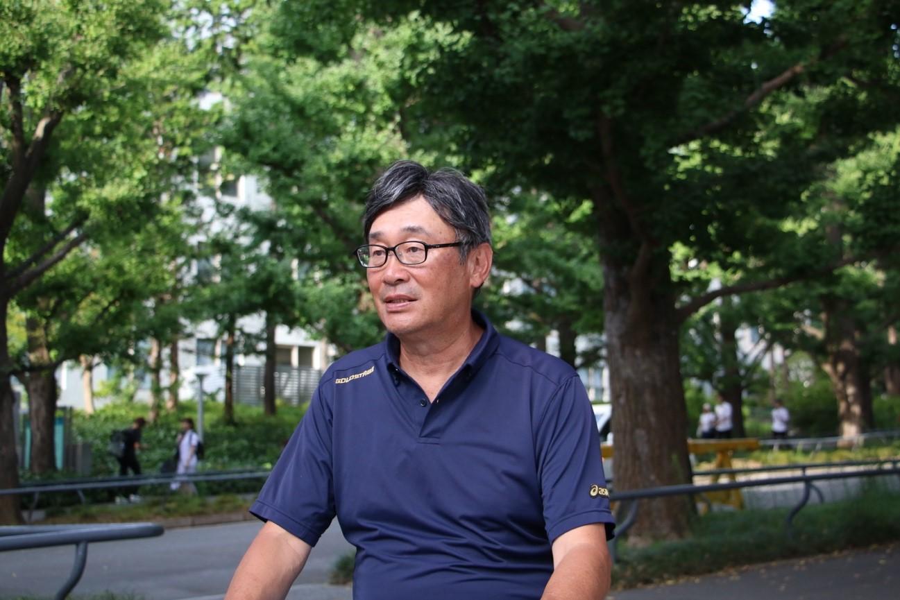神奈川県学童野球指導者セミナー代表として野球人口普及活動に励む上田誠氏のインタビュー中の写真