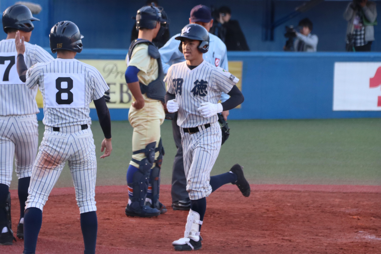 3ラン本塁打を放った鈴木