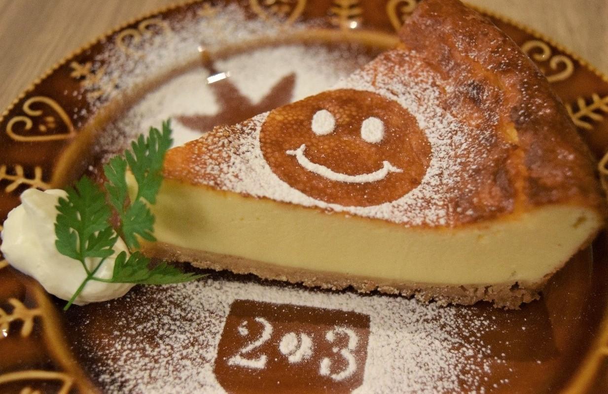 【看板商品のチーズケーキ】